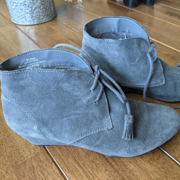 Women's gray suede ankle boots booties